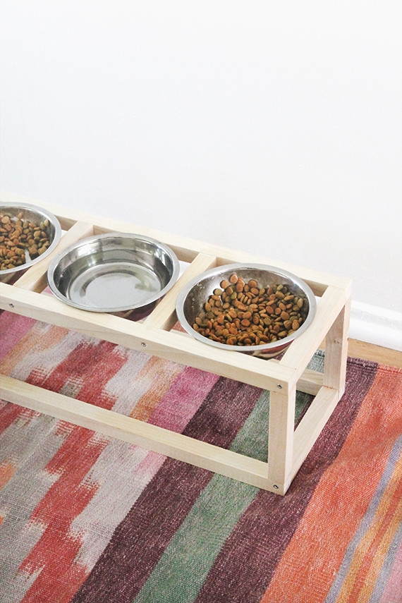 Dog Food Dish Holder